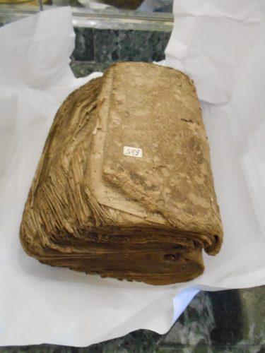 livre ancien avant restauration